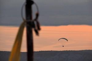 Siklóernyővel a tenger felett