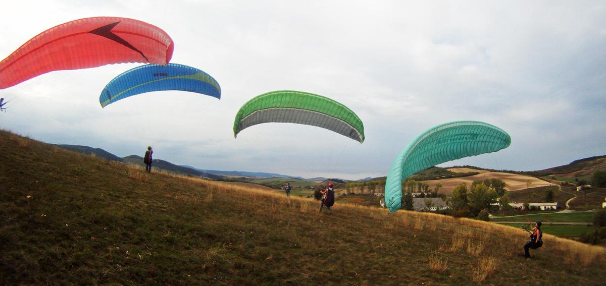 Kupolázás siklóernyővel