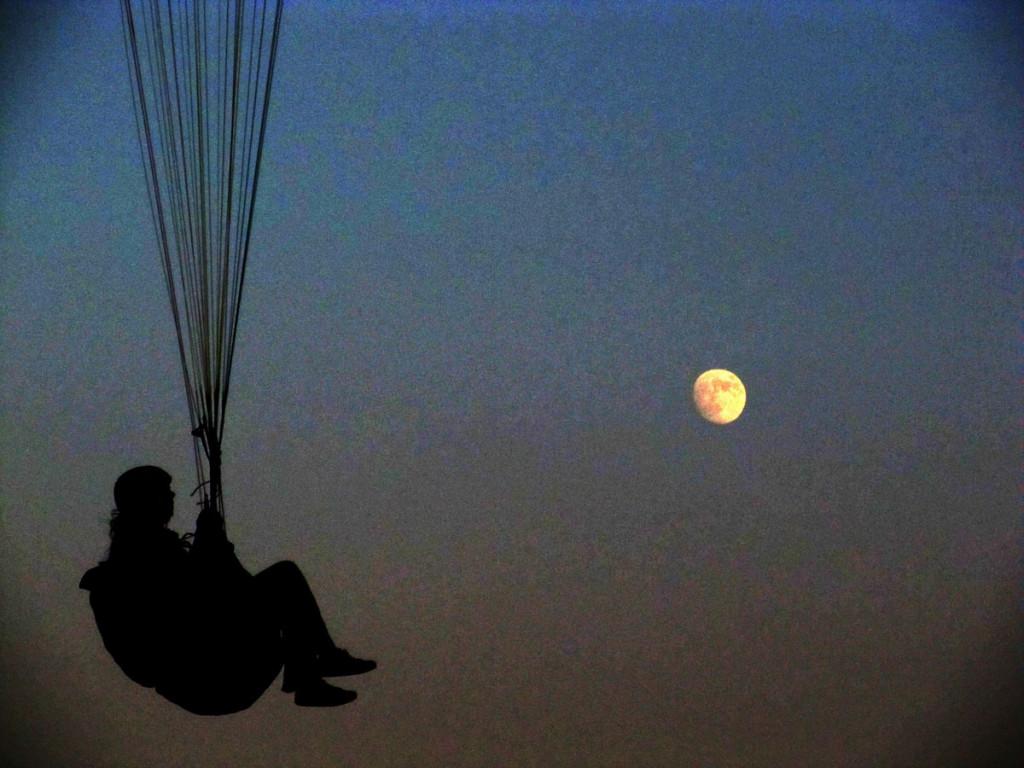 Már fent van a hold...